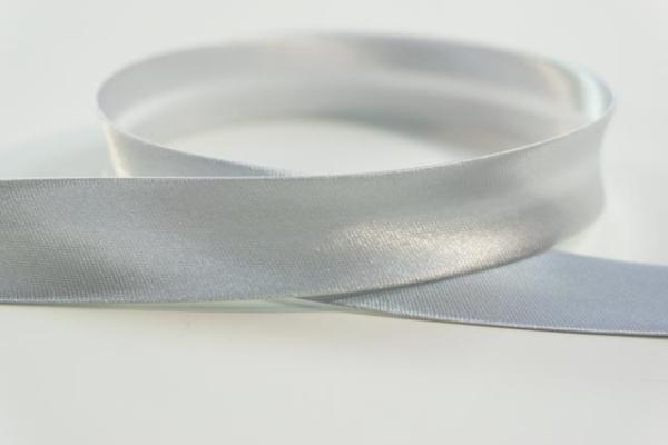 Satin Schrägband 18mm breit vorgefalzt hellgrau Ökotex 100