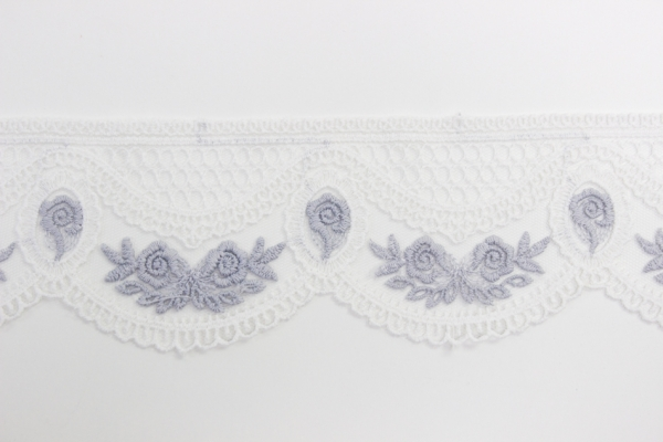 Bestickte Spitzenborte Blumenkranz weiß-jeansblau 6,5cm Ökotex 100